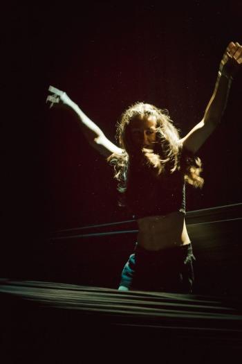 Aria di Circo performance Uno al teatro di Sirolo